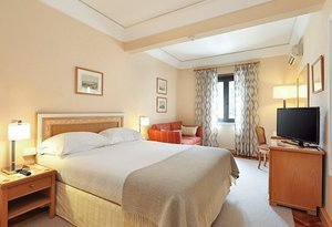 The Sercotel Lisboa Plaza Hotel features double rooms of modern ...