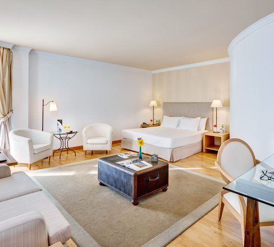 These four rooms Sercotel Hotel Villa de Laguardia offer a ...