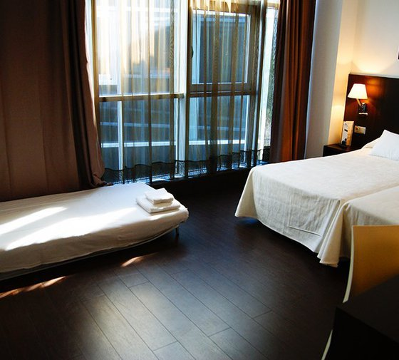 At the Hotel Sercotel Plana Parc we find spacious triple ...