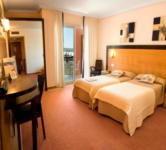 The Sercotel Bonalba Hotel Alicante has rooms for three people ...