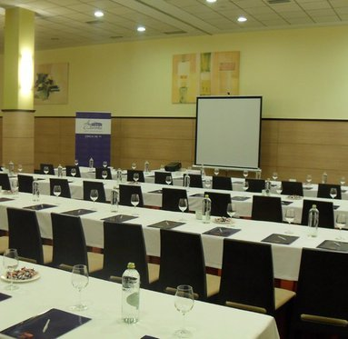 Our meeting room Asturias offers capabilities different