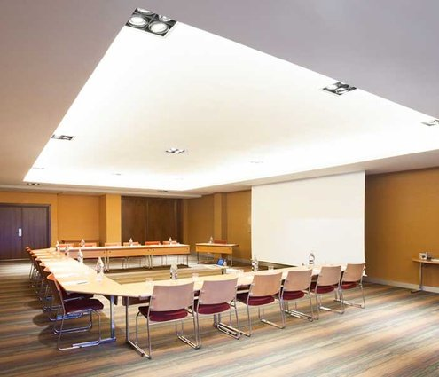 Room 7 has a small space for meetings or speeches ...