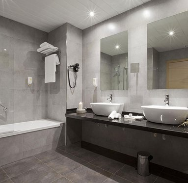 Completely equipped bathrooms at the Gran Bilbao Hotel