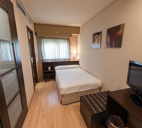 The Sercotel Las Ventas Hotel offers you ten single rooms ...
