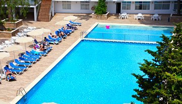 Relax and enjoy the pool at Hotel Dali