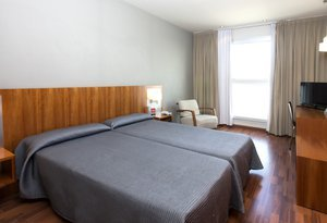 10 Matrimonial rooms in  AG Express Elche, whose surface area ...