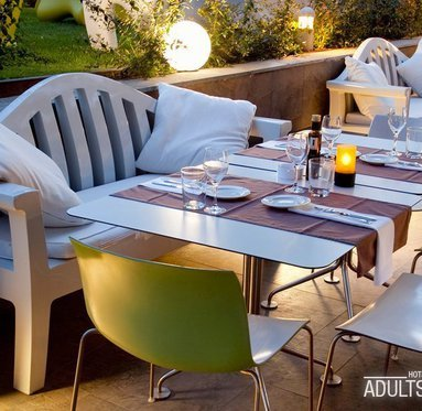 Come to have dinner with us in our terrace