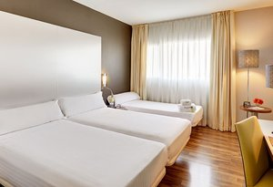 The Sercotel JC1 Murcia Hotel has triple rooms. All rooms ...