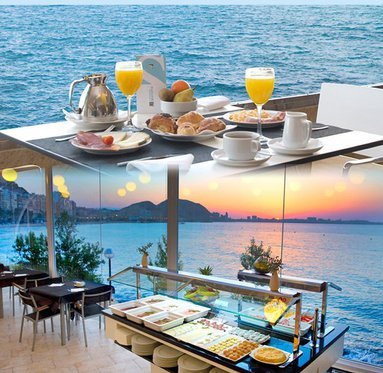 A good breakfast with sea views, the perfect combination.