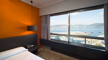 The Sercotel Bahía de Vigo Hotel is a comfortable hotel in Vigo that enjoys an excellent location in the city. It is located in the heart of the city, right in the historic centre. This  hotel in the Puerto de Vigo is one great balcony that opens up towards the sea.