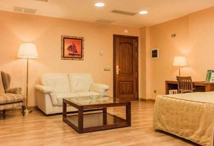 The Sercotel Guadiana offers rooms equipped with air conditioning, TV ...