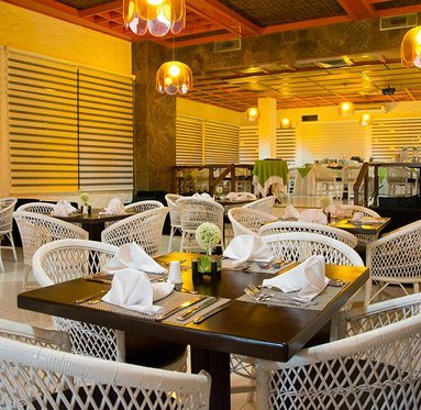 Taste the cuisine fusion Colombo-latina the restaurant Las Guacas
