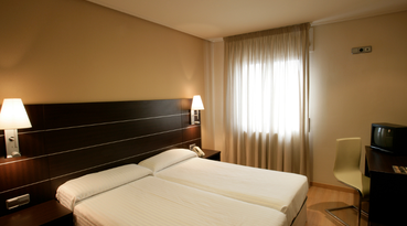 The Sercotel Las Ventas Hotel is strategically located next to the most important thoroughfares of Zaragoza, in the Utebo area. This hotel in Zaragoza enjoys easy access to the airport and the trade fair area.