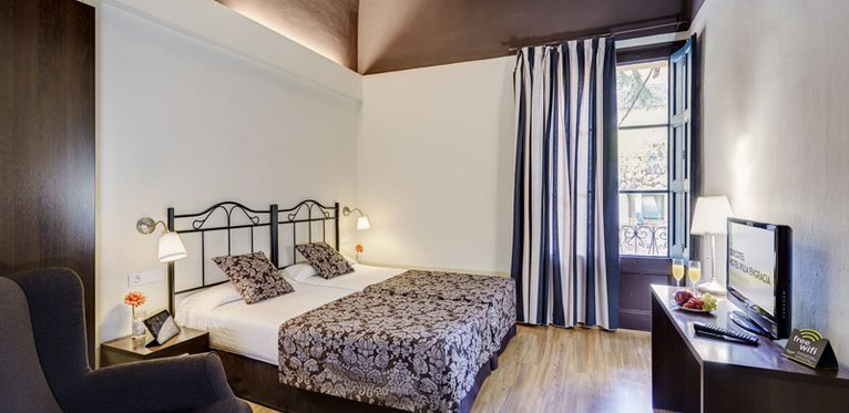 The rooms are completely equipped at the Villa Engracia Hotel