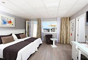 Totally refurbished, the Sea View Double Deluxe rooms of the ...