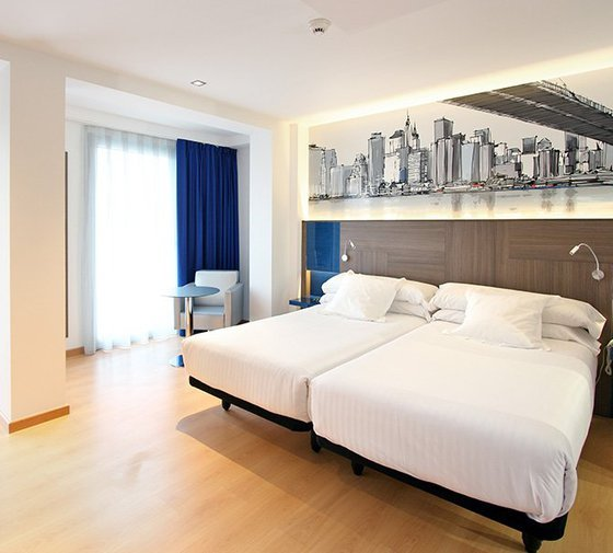 Rooms on the Blue Coruna Sercotel are decorated and maintained ...