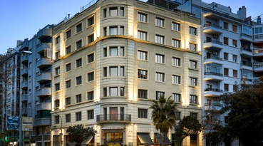 The Sercotel Ámister Art Hotel is in an excellent location less than ten minutes from the centre and the conference area. That's why it's perfect for exploring Gaudí's modernist Barcelona, 'Las Ramblas', the 'Paseo de Gracia', the 'Barrio Gótico' (Gothic Quarter) or the most cosmopolitan part and the business centre of the city (also known as the 'Ciudad Condal' or 'City of Counts').