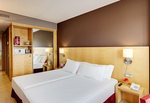 The standard rooms at our hotel in downtown Logroño are ...
