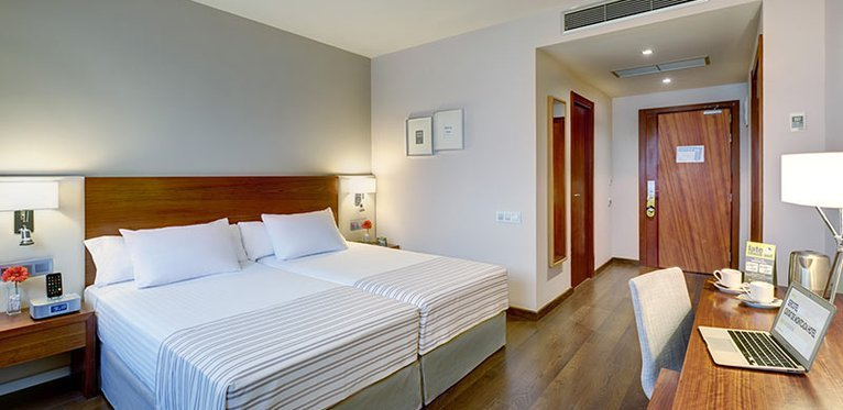 Elegant and soundproof rooms in Montcada i Reixac